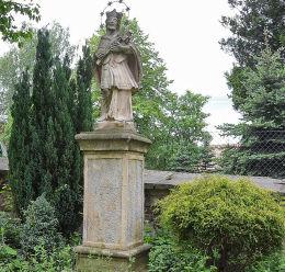 Figura św. Jan Nepomucena przy kościele Nawiedzenia Najświętszej Maryi Panny. Sucha Beskidzka, powiat suski.