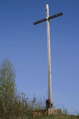 Krzyż na Wiertelowej Grapie z 2004 r. Sidzina, gmina Bystra-Sidzina, powiat suski.