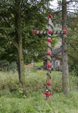 Drewniany krzyż przydrożny. Wola Stróska, gmina Zakliczyn, powiat tarnowski.