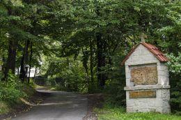 Kapliczka przydrożna murowana. Jamna, gmina Zakliczyn, powiat tarnowski.