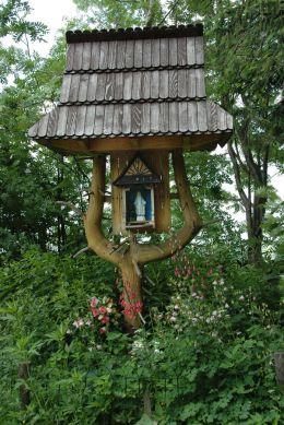 Przydrożna kapliczka drewniana. Zakopane - Gubałówka, powiat tatrzański.
