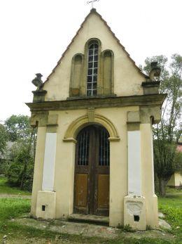 Przydrożna barokowa kapliczka z 1824 r. Kalwaria Zebrzydowska, powiat wadowicki.