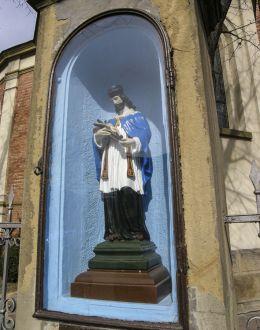 Przydrożna kapliczka z figurą św. Jana Nepomucena. Kalwaria Zebrzydowska, powiat wadowicki.