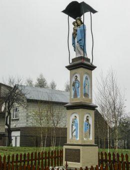 Przydrożna kapliczka kolumnowa. Kopytkówka, gmina Brzeźnica, powiat wadowicki.