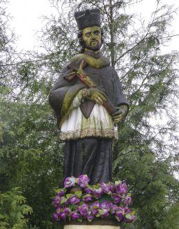 Przydrożna figura św. Jan Nepomucena. Paszkówka, gmina Brzeźnica, powiat wadowicki.