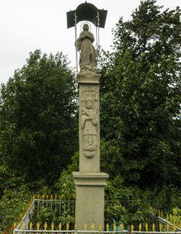 Przydrożna kamienna kapliczka kolumnowa. Targanice, gmina Andrychów, powiat wadowicki.