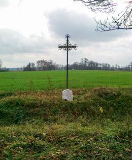Krzyż przydrożny. Niesłuchy, gmina Sońsk, powiat ciechanowski.