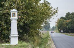 Kapliczka przydrożna, latarnia. Opinogóra, gmina Opinogóra Górna, powiat ciechanowski.