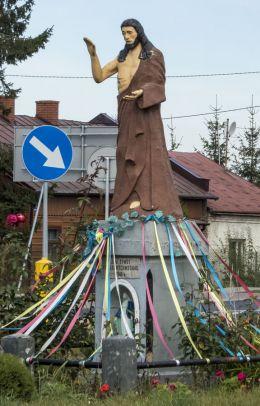 Kapliczka przydrożna z figurą Chrystusa na skrzyżowaniu ulic Gruduskiej i Przasnyskiej. Ciechanów, powiat ciechanowski.