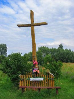 Drewniany krzyż przydrożny. Budy Zosine, gmina Jaktorów, powiat grodziski.