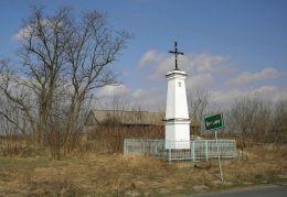 Krzyż przydrożny na pograniczu Borowego i Dębnowoli. Borowe, Gmina Mogielnica, powiat grójecki.