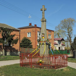 Krzyż przydrożny. Borowe , gmina Warka, powiat grójecki.