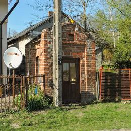 Kapliczka przydrożna domkowa. Dębnowola, gmina Mogielnica, powiat grójecki.