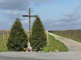 Krzyż przydrożny, drewniany. Lechanice, gmina Warka, powiat grójecki.