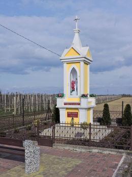 Kapliczka przydrożna z 1951 r. Warka, powiat grójecki.