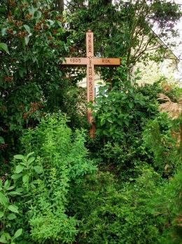 Krzyż przydrożny przy ulicy Lotników 50 pierwotnie ustawiony w 1905 r. Warka, powiat grójecki.