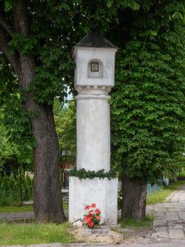Przydrożna barokowa kapliczka z XVIII w. przy ulicy Cmentarnej, róg Piotra Wysockiego. Warka, powiat grójecki.