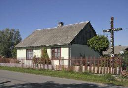 Przydrożny krzyż drewniany. Edwardów, gmina Grabów nad Pilicą, powiat kozienicki.