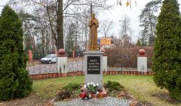 Figura św. Ojca Pio przy kościele św. Jana Kantego. Legionowo, powiat legionowski.