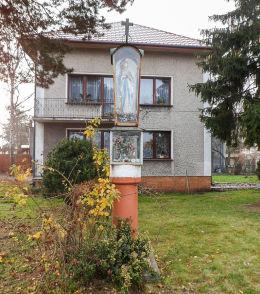 Przydrożna kapliczka przy ulicy Jana Matejki 1. Legionowo, powiat legionowski.