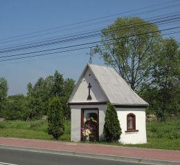 Kapliczka przydrożna przy drodze Lipsko - Solec Nad Wisłą. Przedmieście Bliższe, gmina Solec Nad Wisłą, powiat lipski.