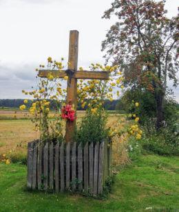 Przydrożny krzyż drewniany. Borsuki, gmina Sarnaki, powiat łosicki.