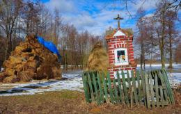 Kapliczka przydrożna murowana. Zamość, gmina Leoncin, powiat nowodworski.