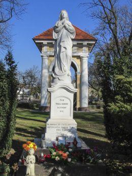 Przydrożna kapliczka na pamiątkę 50 letniego jubileuszu niepokalanago poczęcia N.M.P. 1904 roku. Karczew, powiat otwocki.