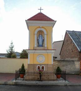 Przydrożna kapliczka przy ulicy Kościelnej. Karczew, powiat otwocki.
