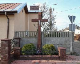Krzyż przydrożny przy ulicy Leśnej. Karczew, powiat otwocki.