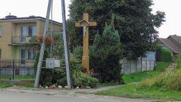 Przydrożny krzyż z 1934 r. przy ulicy Częstochowskiej. Karczew, powiat otwocki.