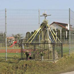 Krzyż przydrożny z 1902 r. Jabłonica, gmina Wieniawa, powiat przysuski.
