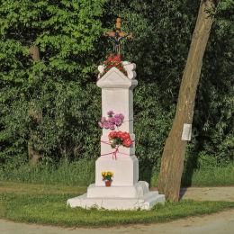 Kamienny krzyż przydrożny. Plec, gmina Wieniawa, powiat przysuski.