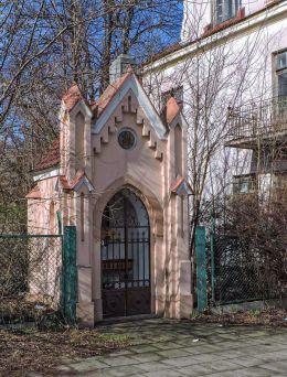 Przydrożna kapliczka domkowa. Radom, Radom.
