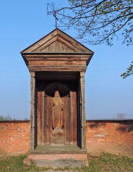 Przydrożna drewniana kapliczka. Bardzice, Gmina Kowala, powiat radomski.
