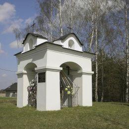 Kapliczka na dawnym cmentarzu cholerycznym. Chomętów-Puszcz, gmina Skaryszew, powiat radomski.