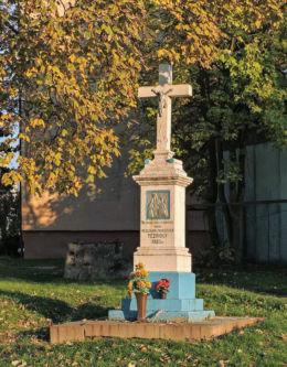 Krzyż przydrożny z 1922 r. przy ul.Bodzentyńskiej. Fundatorzy Władysław i Franciszka Tczpioły. Iłża, powiat radomski.