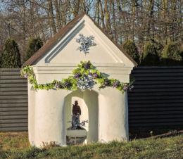 Przydrożna kapliczka św.Jana Nepomucena. Jedlnia-Letnisko, powiat radomski.