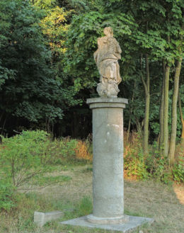 Przydrożna kapliczka kolumnowa z figurą św. Maryi. Kowala, powiat radomski.