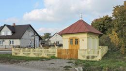 Kapliczka przydrożna przy drodze do Iłży. Pakosław, gmina Iłża, powiat radomski.