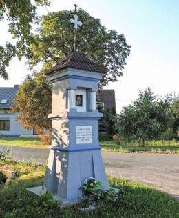 Kapliczka przydrożna przy drodze do Kowali. Ruda Wielka, gmina Wierzbica, powiat radomski.
