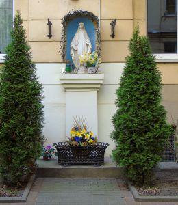Kapliczka przydrożna. Warszawa, Praga.