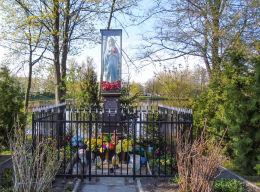 Kapliczka przydrożna nad stawem przy Alei Wyścigowej ufundowana w 1926 r. Warszawa.