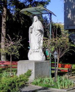 Figura Jezusa Chrystusa przy kościele św. Kazimierza. Warszawa, Mokotów.