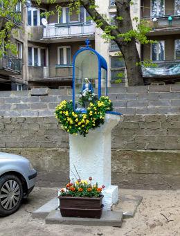 Kapliczka w podwórzu kamienicy przy ulicy Ogrodowej 67. Warszawa, Wola.