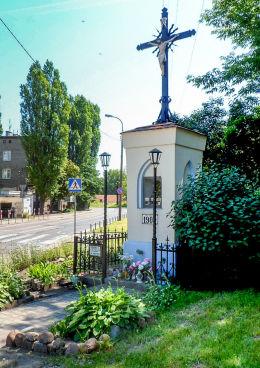 Przydrożna kapliczka z 1903 r. przy ulicy Naczelnikowskiej. Warszawa, Praga Północ.