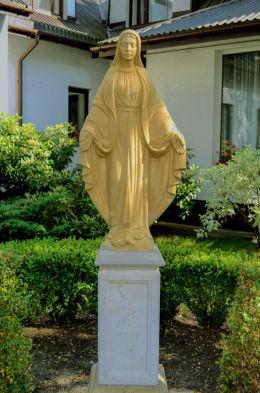 kapliczka z figurą św. Maryi z 2001 r. Hornówek, gmina Izabelin, powiat warszawski zachodni.