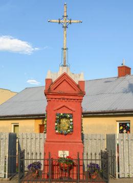 Kapliczka przydrożna murowana. Laski, gmina Izabelin, powiat warszawski zachodni.