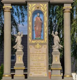 Kapliczka przydrożna, przy skrzyżowaniu ulic 30- lecia PRL oraz Miodowej. Kujakowice Górne, gmina Kluczbork, powiat kluczborski.