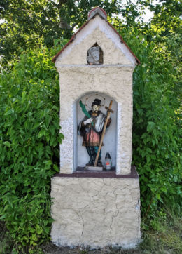 Kapliczka św. Jana Nepomucena. Lasowice Wielkie, gmina Kluczbork, powiat kluczborski.